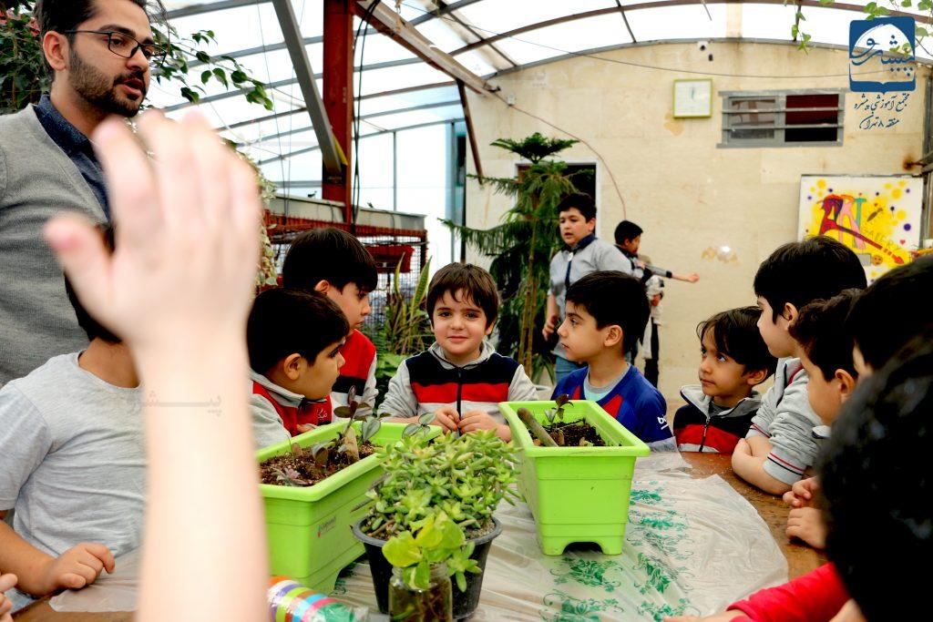 آموزش باغبانی در مدرسه پیشرو