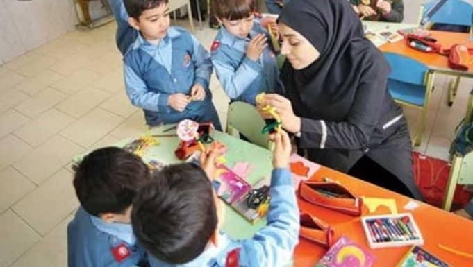 فعالیت معلم و دانش آموزان در کنار هم